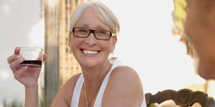 consumo de vino en mujeres menopausia salud